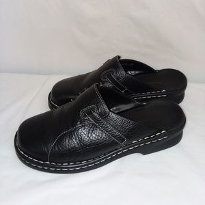 Clarks leather mules size 7W